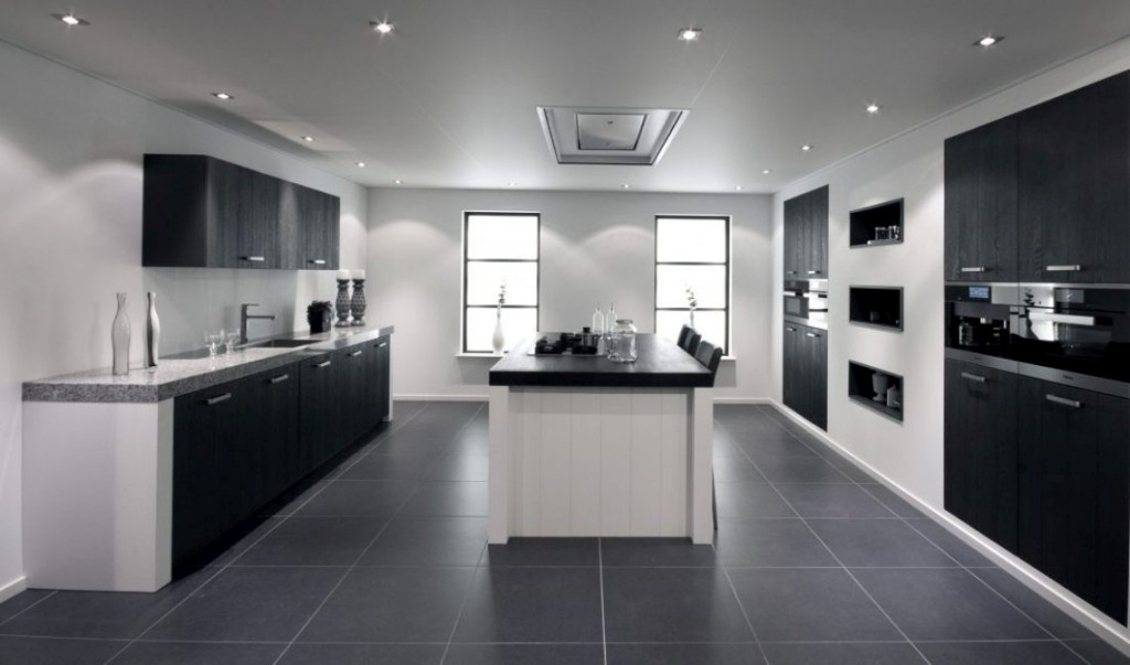 Keuken met Miele apparaten en geïntegreerde kasten