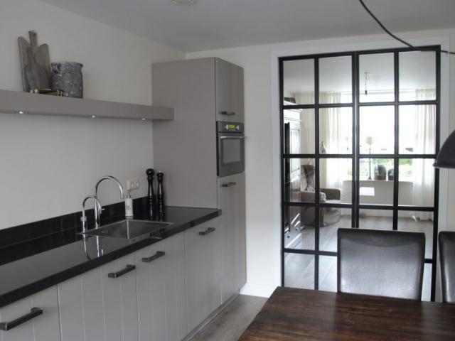 Landelijk moderne keuken met staal in Elspeet