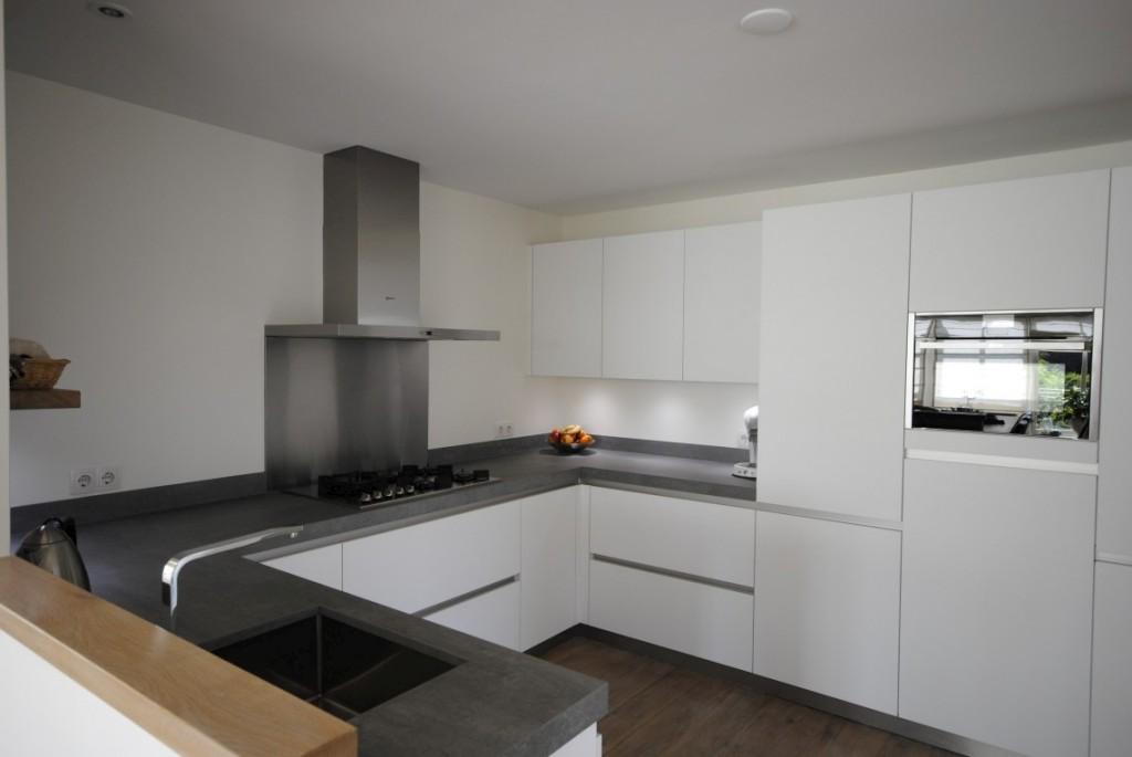 Moderne hoogglans keuken in Giessenburg