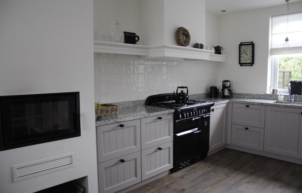 Zwart Keuken Fornuis : Landelijke keuken met terrazzo in alblasserdam keukenhof sliedrecht