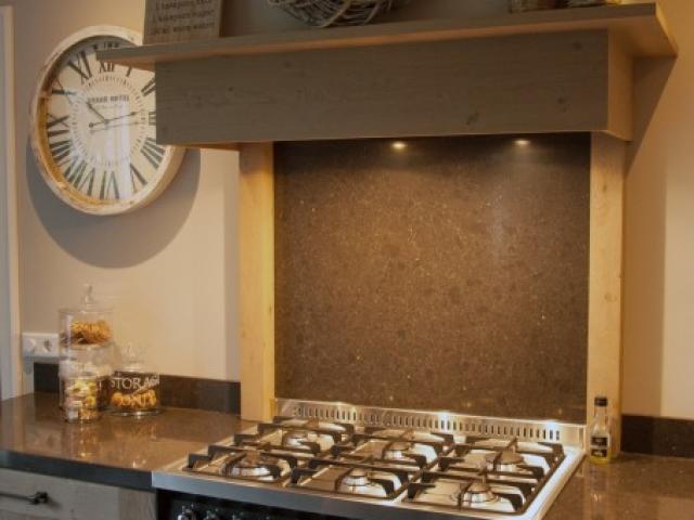 Woonkeuken lofra fornuis met schouw klaaswaal keukenhof sliedrecht - Professionele keukenhoed ...