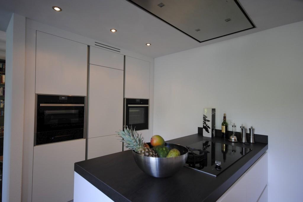Keuken wit schiereiland home design idee n en meubilair inspiraties - Moderne apparaten ...