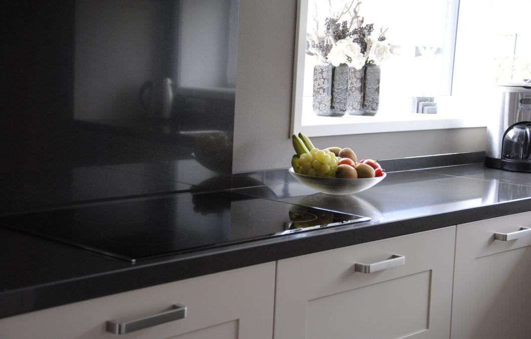 Tijdloze keuken met composiet werkblad in werkendam keukenhof