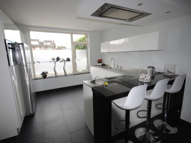 Moderne keuken ideeen keuken met kookeiland moderne meubilair ideen en home design keuken for Moderne keuken ideeen