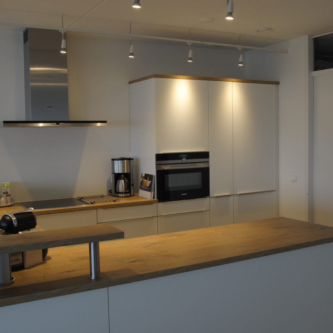 Moderne keuken in papendrecht keukenhof sliedrecht - Moderne keuken muurdecoratie ...