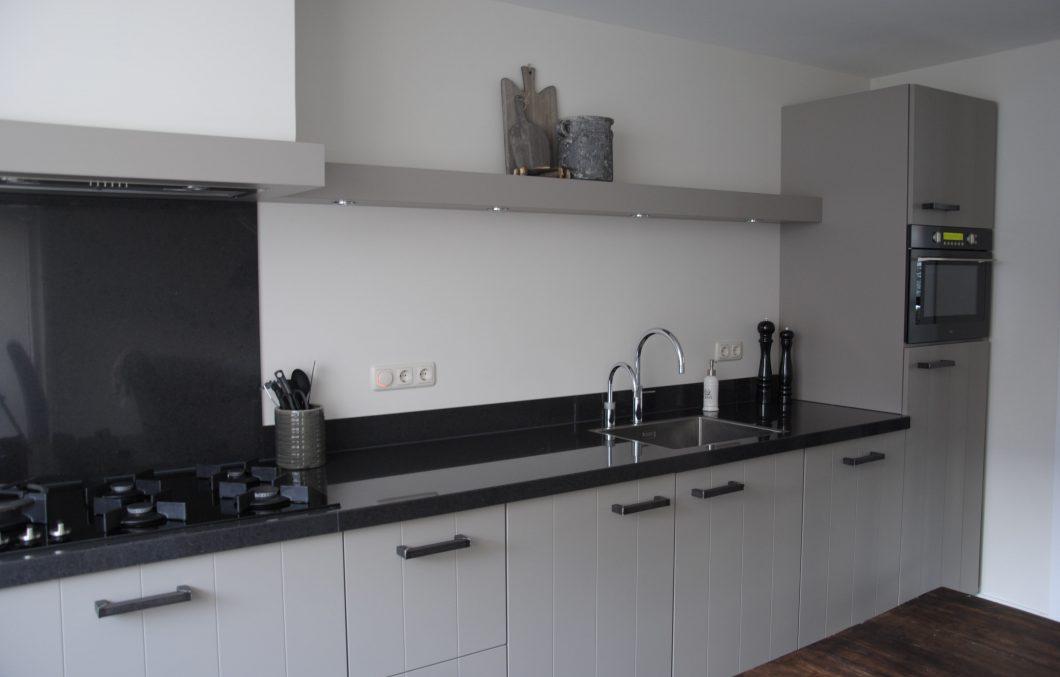 landelijk moderne keuken in stone grijs