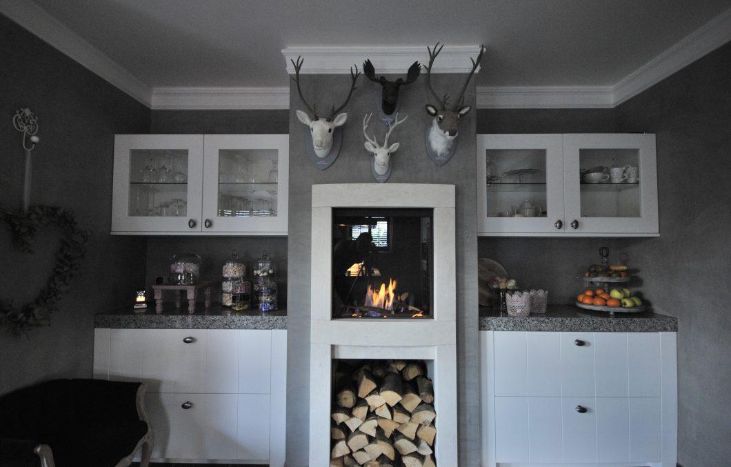 haard in landelijke keuken