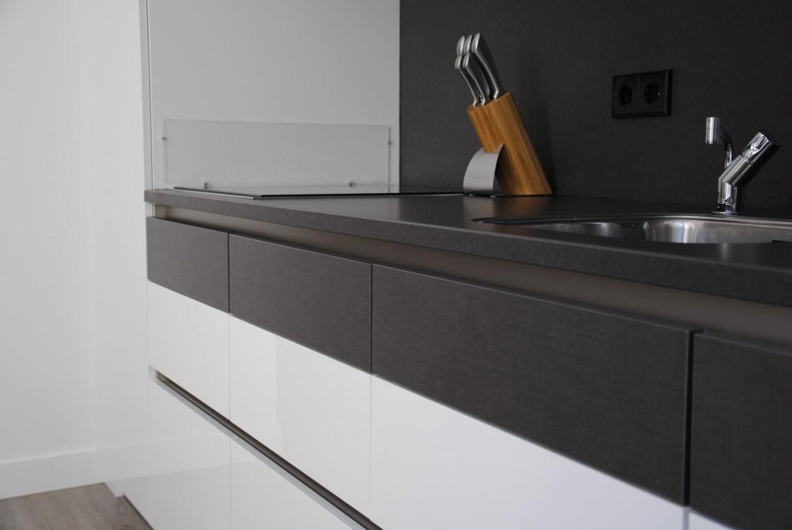 Moderne keuken met markant ontwerp in hardinxveld giessendam keukenhof sliedrecht - Deco keuken ontwerp ...
