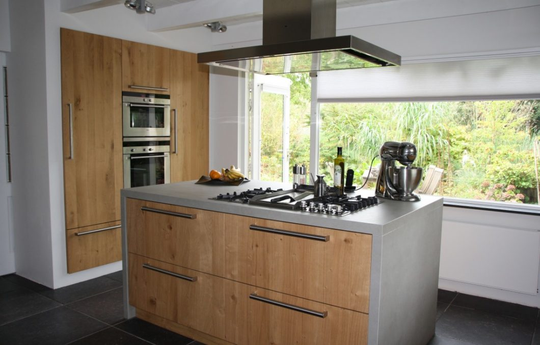 Massief eiken keuken met kookeiland