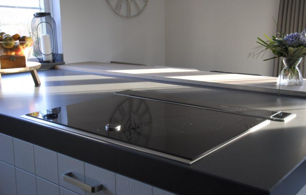 Keuken met inductie kookplaat en twist-pad