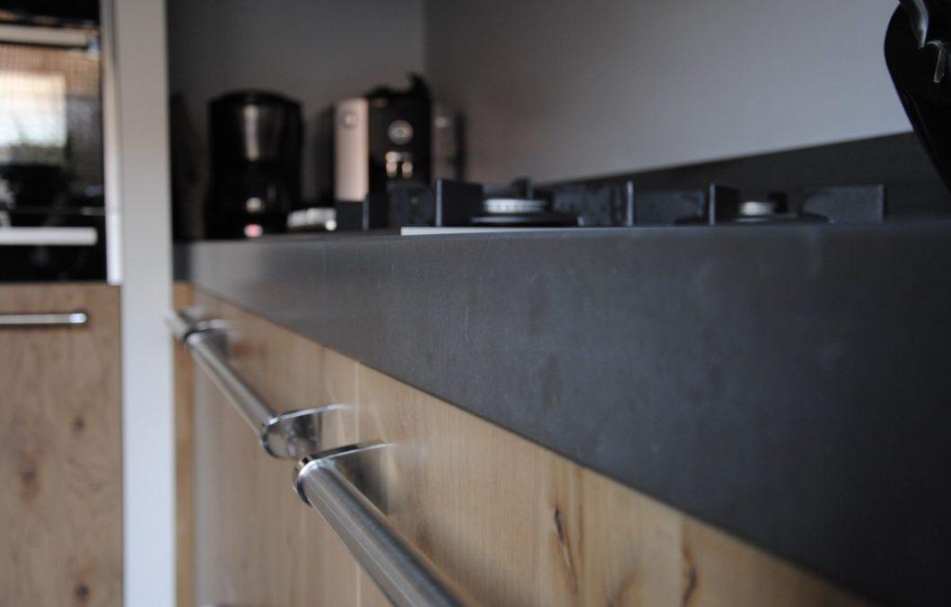 Houten keuken met composiet blad