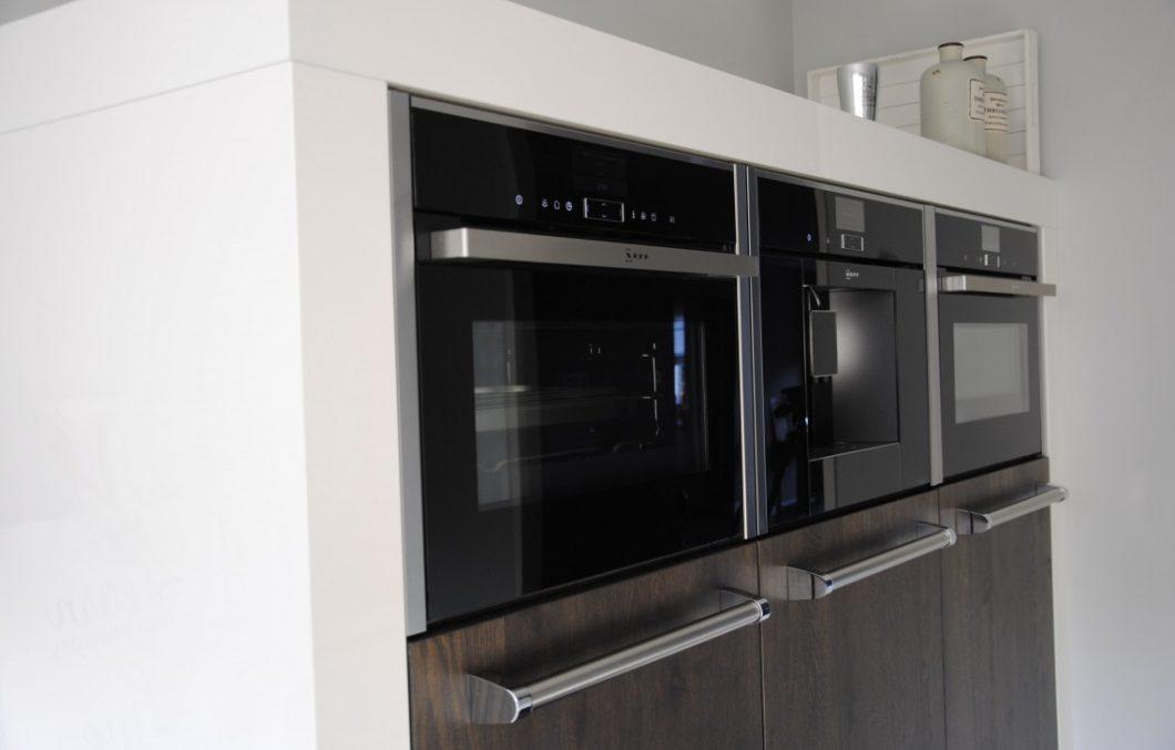 Moderne keuken met stollen