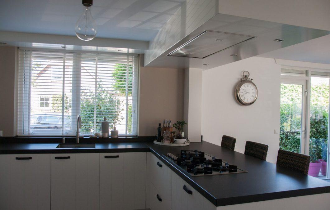 Keuken met plafond unit