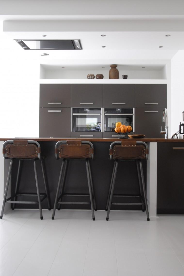 Moderne keuken met schiereiland in hardinxveld giessendam keukenhof sliedrecht for Modern keukenhout