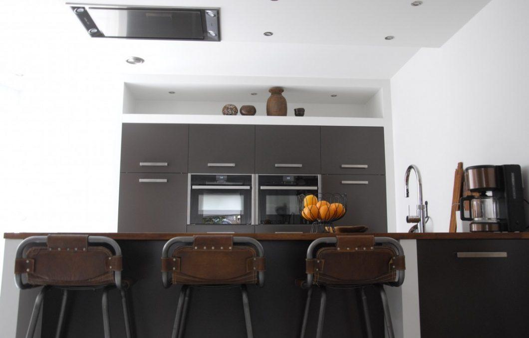 Moderne keuken met iroko keukenblad