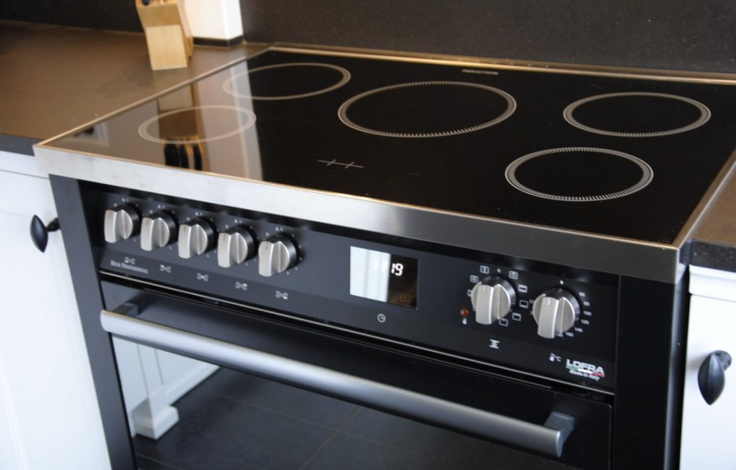 Lofra fornuis in handgemaakte keuken (2)