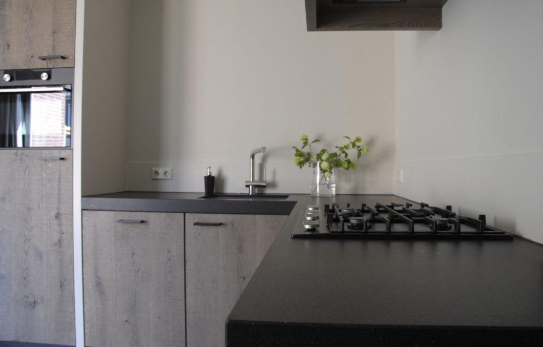 Composiet werkblad in handgemaakte keuken