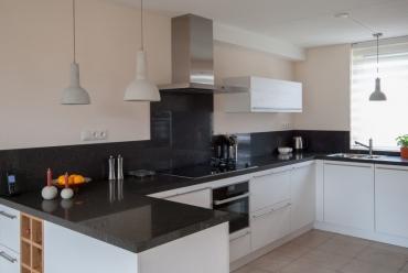 Witte keuken met houtlook in Gorinchem