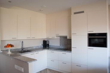 Hoekkeuken met veel bergruimte in appartement in Sliedrecht