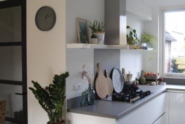 Binnen kijken bij deze moderne keuken in Papendrecht