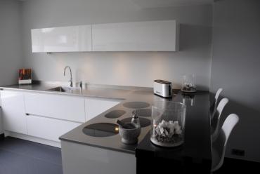 Moderne keuken met i-cooking in Hardinxveld-Giessendam