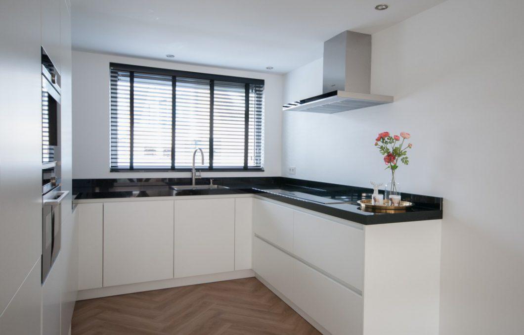 Moderne greeploze keuken in Dordrecht